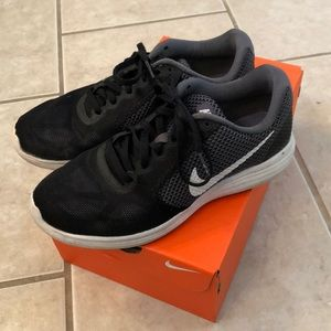 Nike revolution 3(box included)